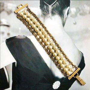 Vintage 1964 Sarah Coventry Pearl Bracelet